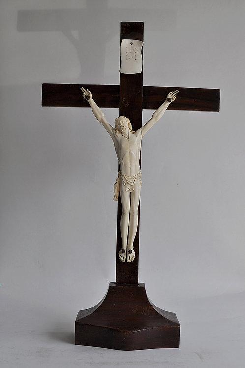 Christ Sculpté Sur Crucifix - Bois, Ivoire - Fin Du XVIIIe Siècle - France - Die