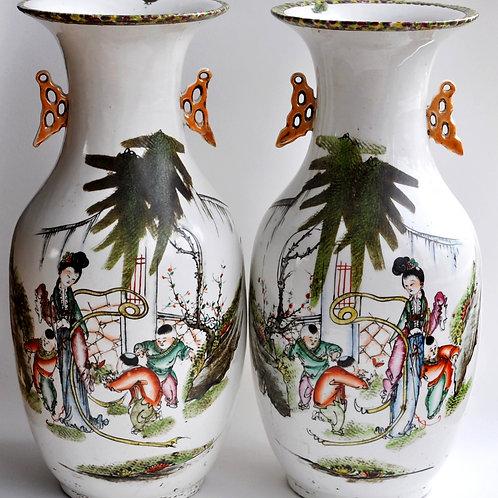 Chine - Paire de vases en Porcelaine CA 1900