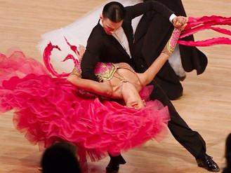 15 Amazingly Weird, Funny, and Stunning Ballroom Dance Optical Illusions