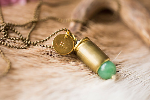 Patronenhülsenkette mit Jade-Perle
