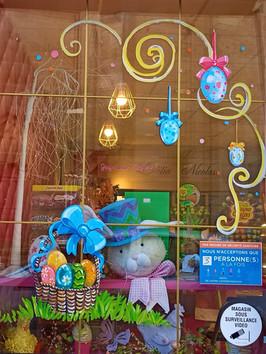 Decor vitrine Pâques.jpg