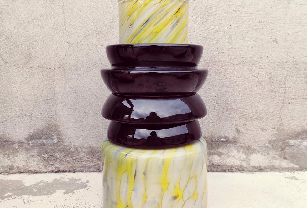 Yellow vase Totem #2 - 2 black ananas rings