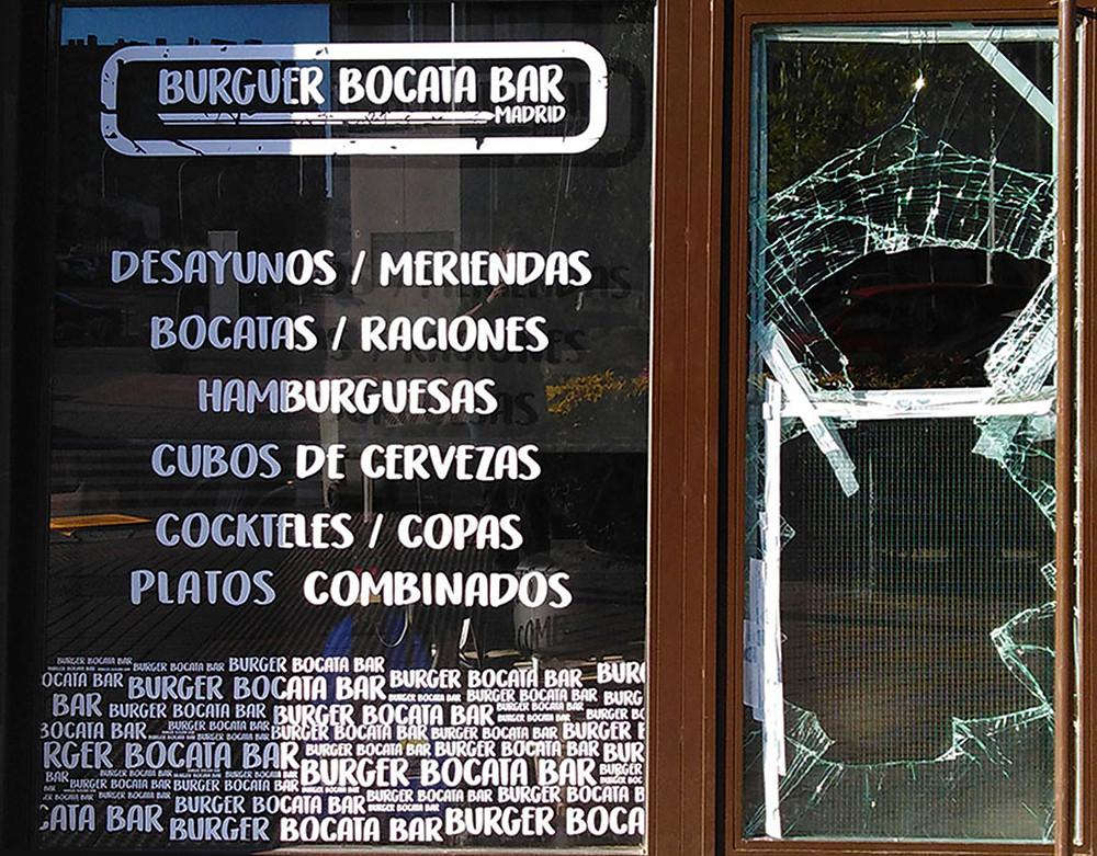 Los ladrones entraron en el burguer rompiendo la puerta para robar la recaudación de la máquina tragaperras