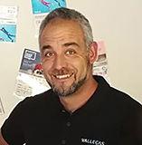 Victor se encarga de instalar la fibra óptica y la telefonía en Vallecas Telecom.