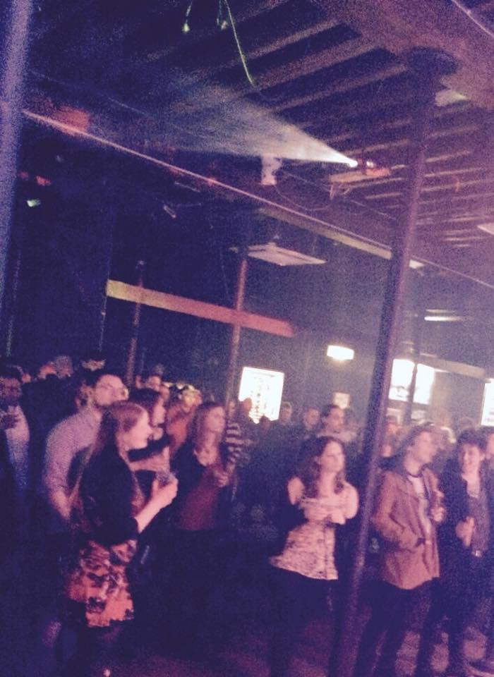 GREAT CROWD AT THE FLEECE, BRISTOL
