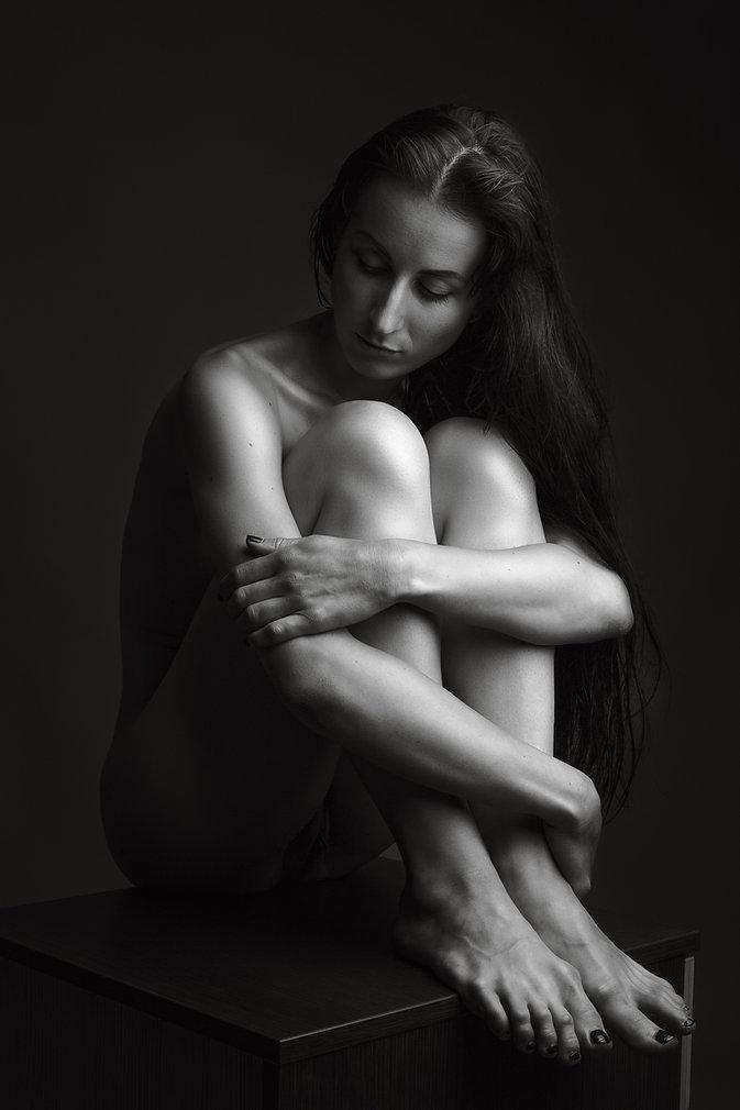 Nuogo kūno meninė fotografija studijoje | Erotine fotosesija | nude art | Asmenine fotosesija fotostudijoje | Erotikos fotografas