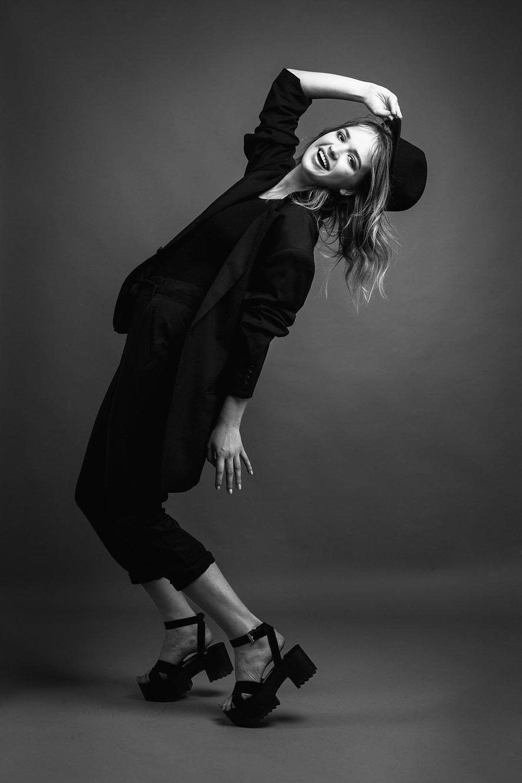 Modelis | Fotografas | Edgaras Bajercius | fotosesija kaune | mados fotografija | modelio fototestas | bw fotografija | studijinė fotografija