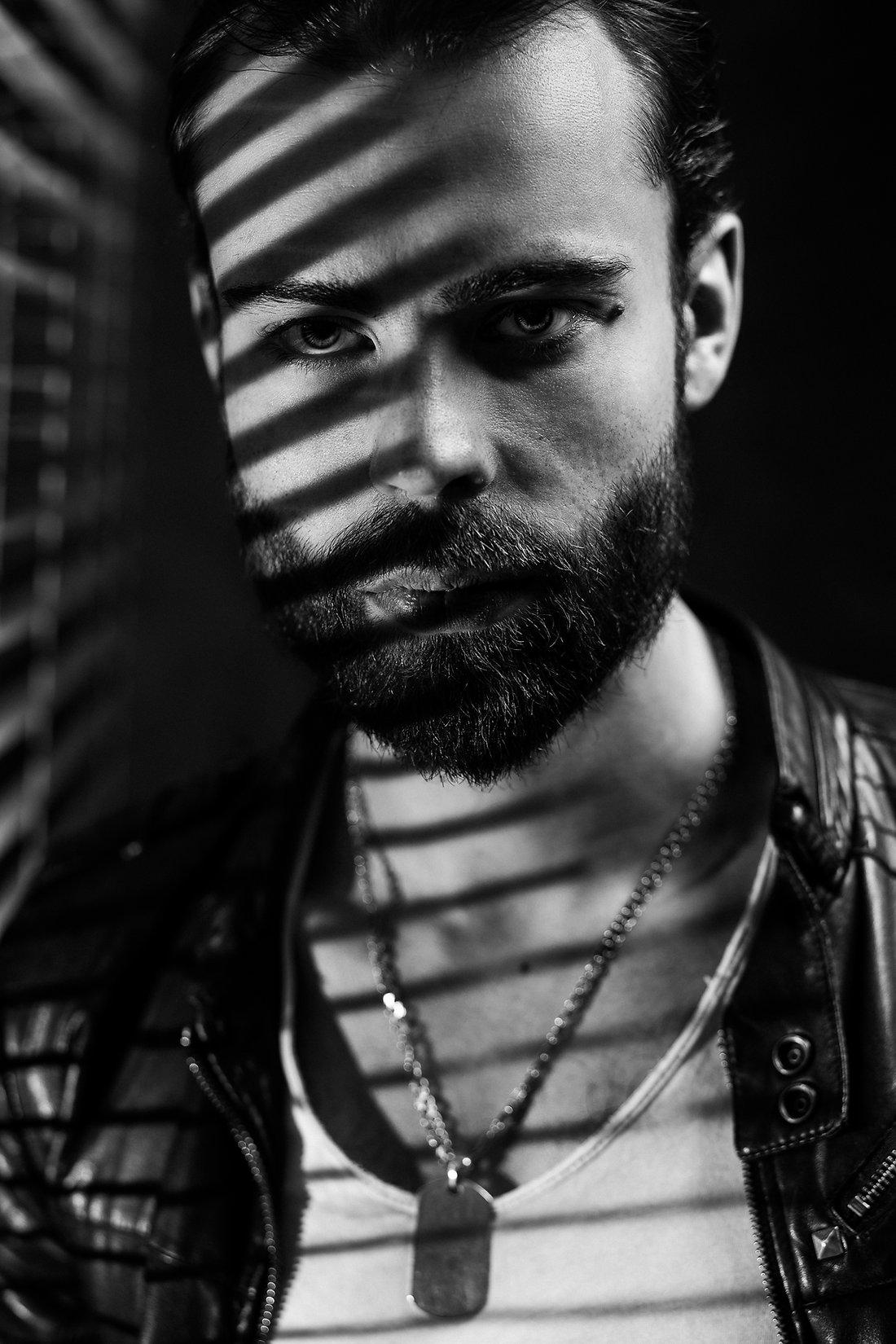 Vyro fotografija | studijinis portretas | film noir | vyro fotosesija | kinematografija