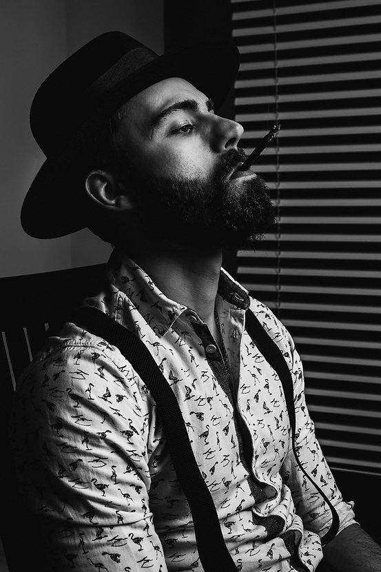 Film noir fotosesija studijoje | Vintazine fotosesija | Kinematografine fotosesija | Dramatinis apsvietimas