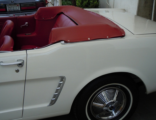 1964-12-Ford-Mustang-Convertible-15.jpg