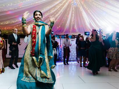 BRIDES & GROOMS – LET'S TALK PHOTOGRAPHERS