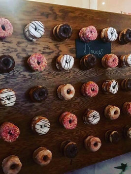 4FT WIDE RUSTIC BARN DONUT WALL