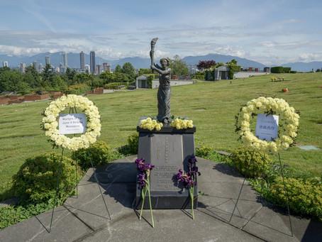 向民主女神像獻花  ( 科士蘭墓園 ) Wreath Laying at the statue of the Goddess of Democracy - Forest Lawn - Photos