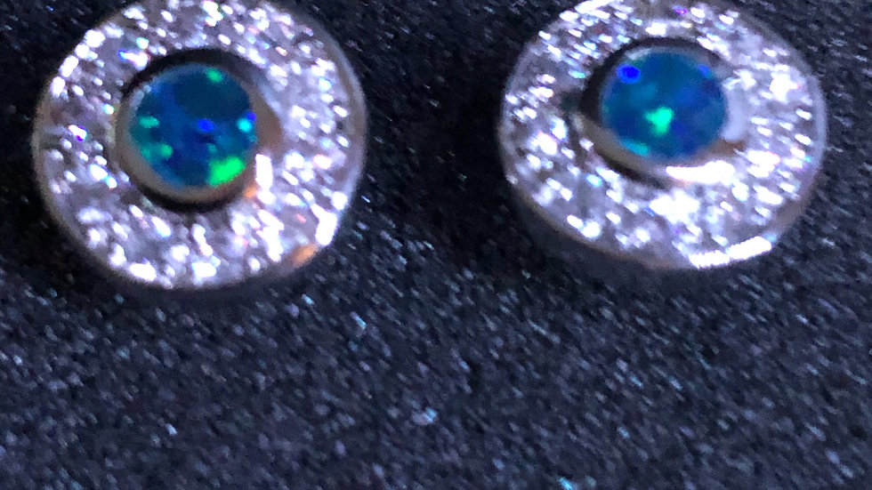 Aqua Stud Round with Diamond
