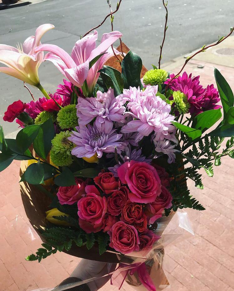 flowers bouquet valentine's day roses arrangement valentines silver spring tamara kucik real estate realtor