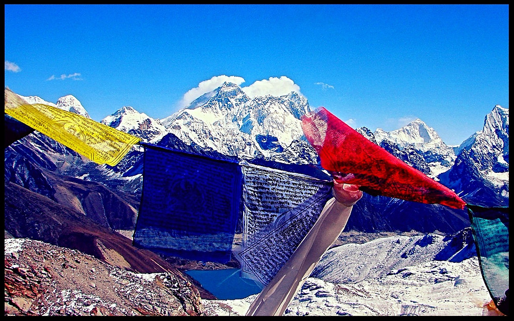 mt everest prayer flags