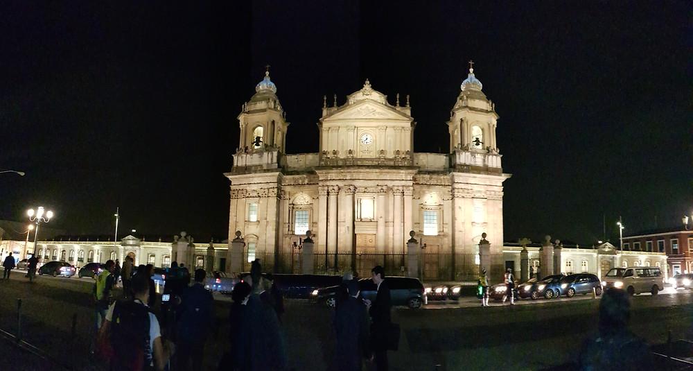 Vista nocturna Catedral Metropolitana Guatemala