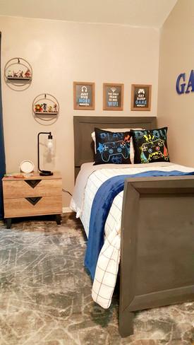Boys Vide Game Bedroom - Transitional Design