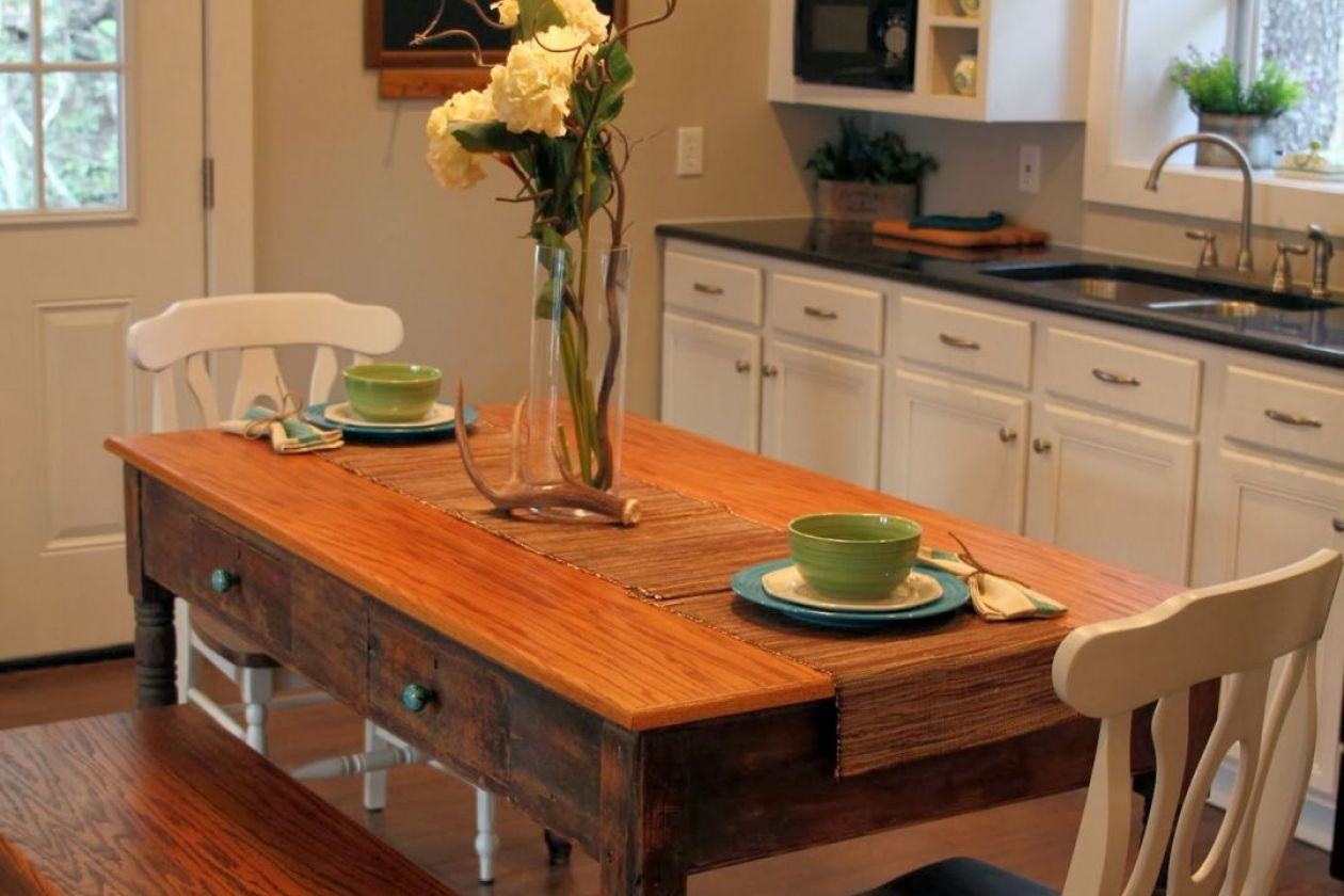 cottage-kitchen-table