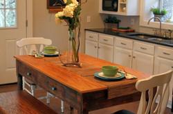cottage-kitchen-table