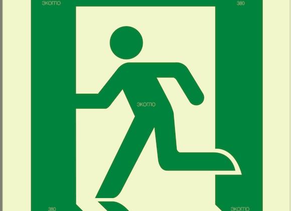 Е01-02 «Выход здесь (левосторонний»)