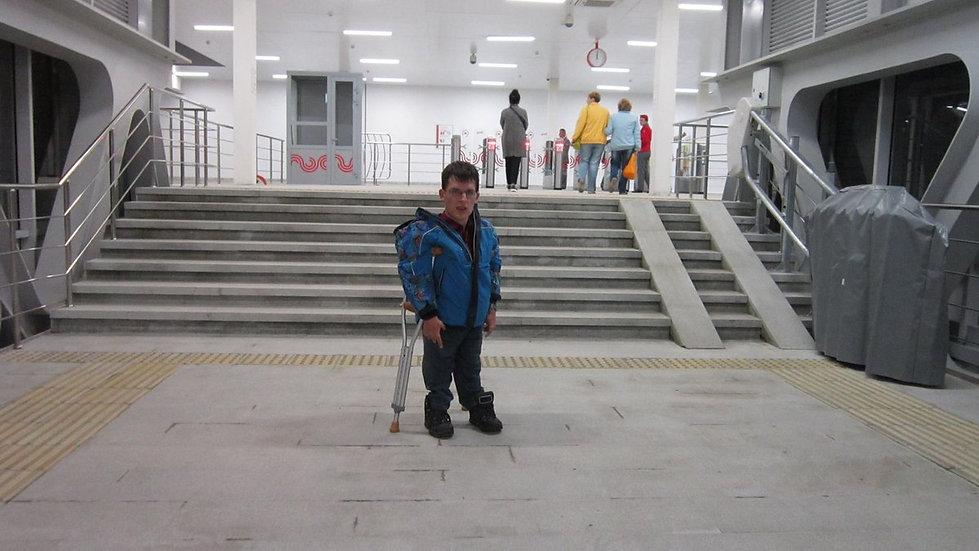 Инвалид в метро.jpg