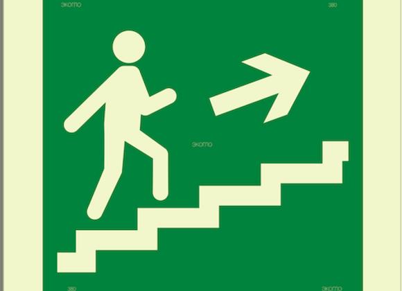 Е15 «Направление к эвакуационному выходу по лестнице вверх» (направо