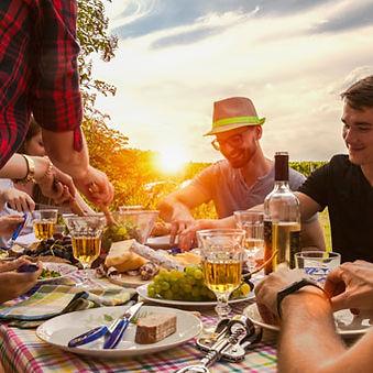 10-Finding-Best-Meals-on-a-Trip.jpg