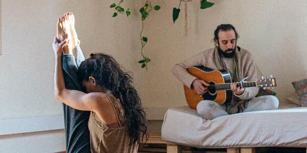 Yoga & Bhakti nidra. Maha Sádhana de 3h con Marta Carrascal y Lucas Masciano