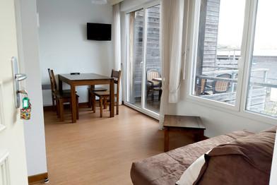 T2 - Séjour avec coin repas et terrasse - Location de vacances gers - Domaine de Saint Orens