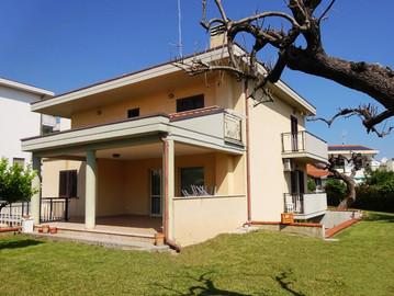 VENDITA, Villa Termoli 340 mq + Giardino privato mq. 1000