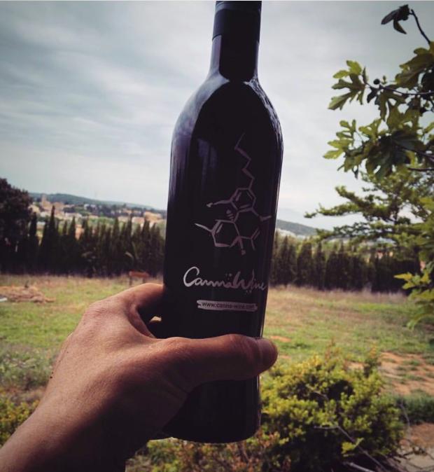 bouteille de cannabis wine