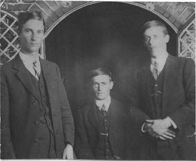 Bill, Charles & Archie Bloye 1914.JPG