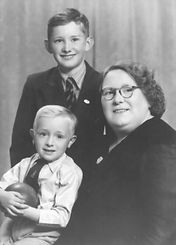 2. Alice & Peter  Bravington 1941.jpg