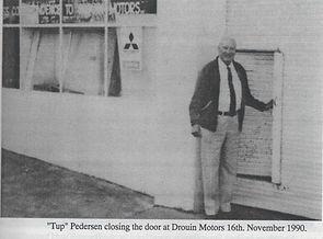 Tup closing his door 16.11.90.JPEG