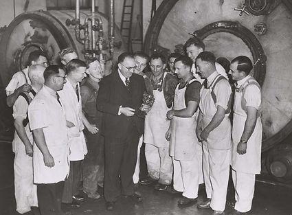 Bill Kraft sharing award with his worker