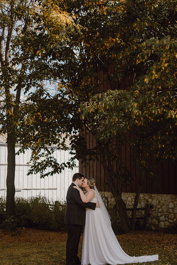 HOOSIER-BARN-WEDDING-PHOTOGRAPHY-BY-MEGA