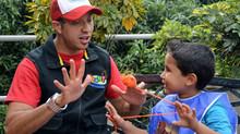 Más que risas: el caleño que en fiestas enseña a niños a cuidar el medio ambiente. Noticiascaracol.c