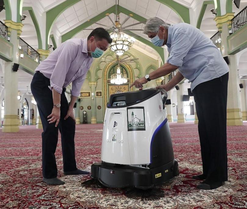 Robots help clean the Sultan Mosque.jpg