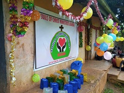 Through donations, the children received small gift bags of toys and decorations for Christmas 2020.