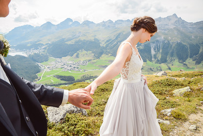 Hannah and Thomas Swiss wedding. Switzerland Wedding in Pontresina. Dream Wedding. Mountaintop wedding. Celerina chapel. Romantic international wedding.