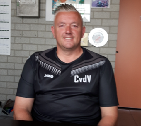 Carel van der Velden, voetbalreiziger