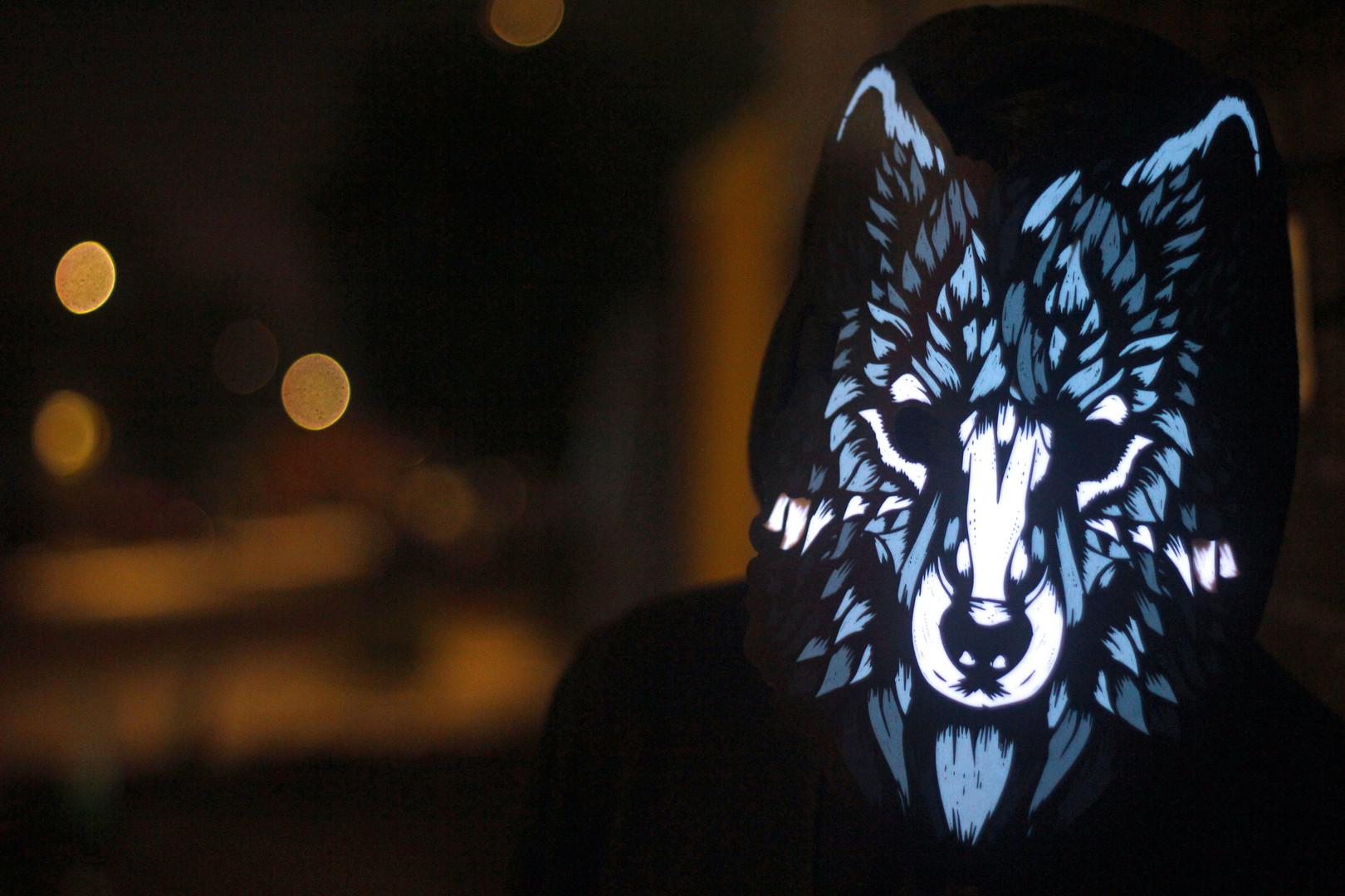 Sound-Reactive-Mask_Wolf-Street.jpg