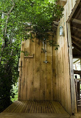 Outdoor shower Mimi's Tree yurt