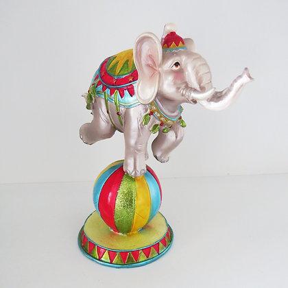 Elefante sobre Bola - Circo