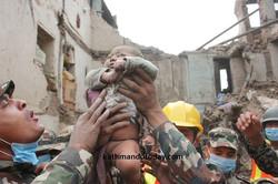 bebe-4-meses-rescatado-terremoto-nepal-6