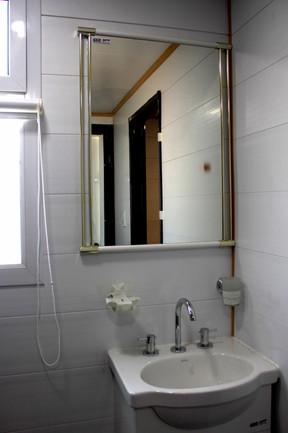 lavatorio y espejo.jpg