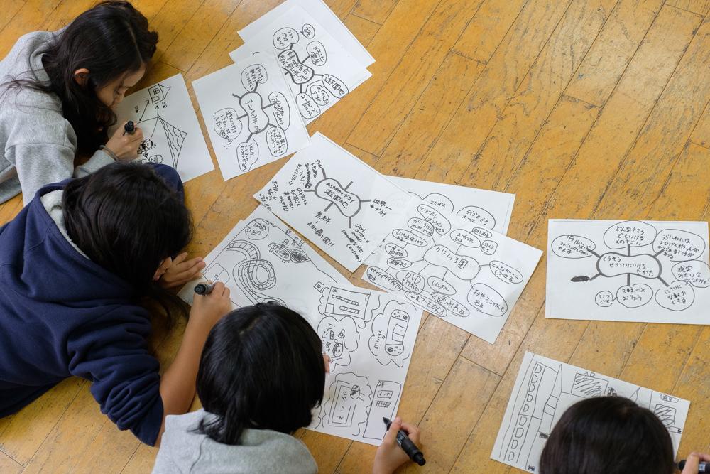 未来の街を創造する子供たち