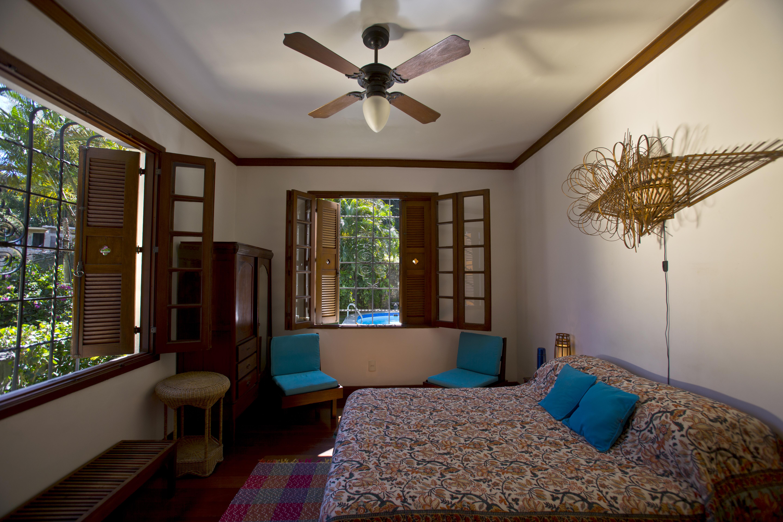Orange Room with Queen bed