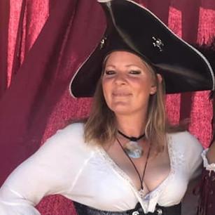Lisa McCartin(Captain Lawless_edited.jpg